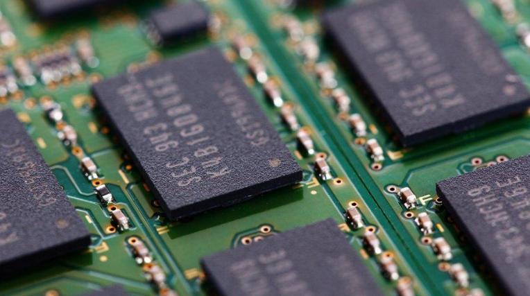 嵌入式工业电脑 两种工控机的应用场景会有所区别