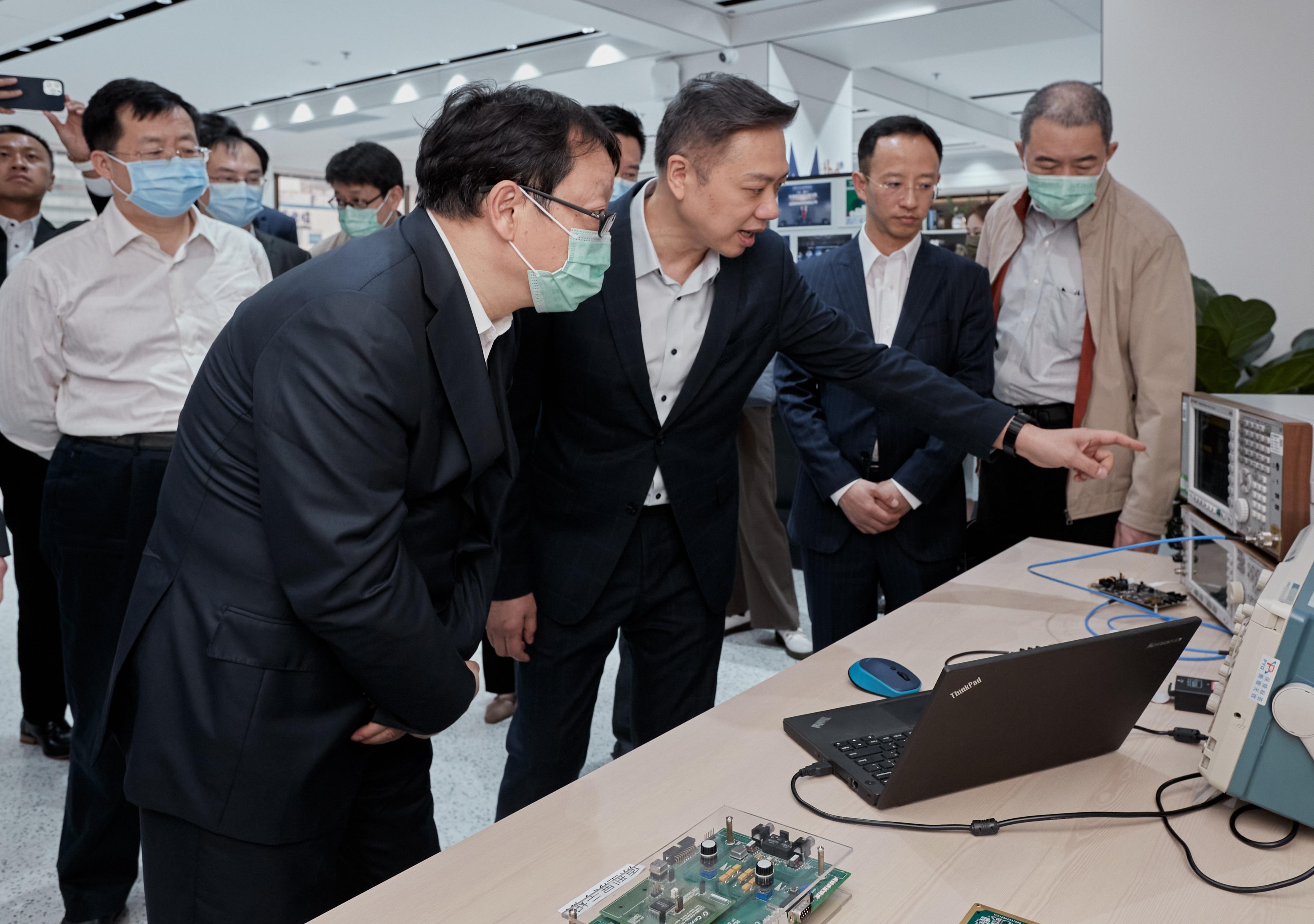 國家科技部黃衛副部長調研考察芯耀輝科技