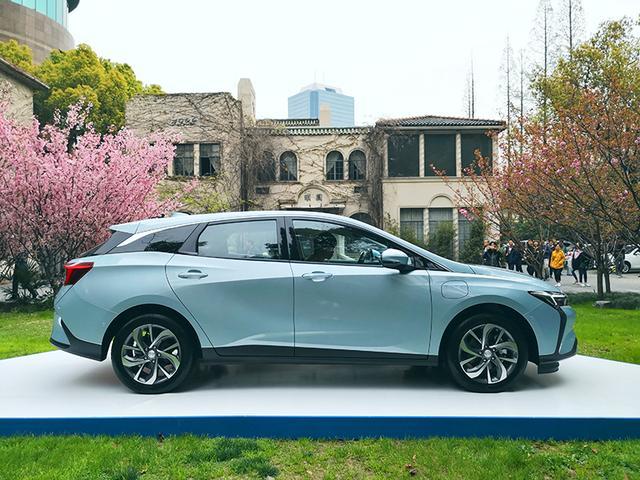 理想汽車一季度環比下滑13%,與蔚來、小鵬差距拉大