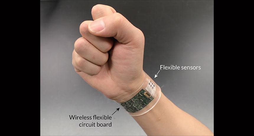 MIT 可穿戴新作!AI 襪子掌控人類行動,機器人戴上護腕不再「觸覺盲」