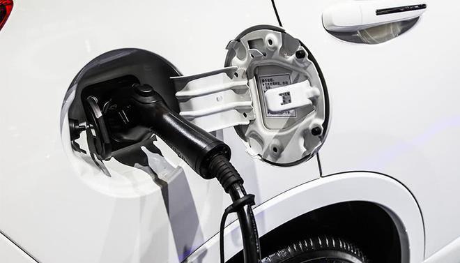 英飞凌采用CoolSiCMOSFET技术 推出新型汽车电源模块