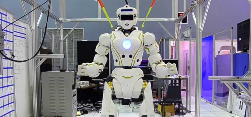 """哈工智能、磅客策携""""AI+ROBOT""""助力智慧医疗"""
