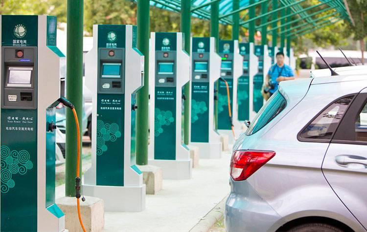 中国工程院副院长钟志华院士调研海马氢燃料电池汽车