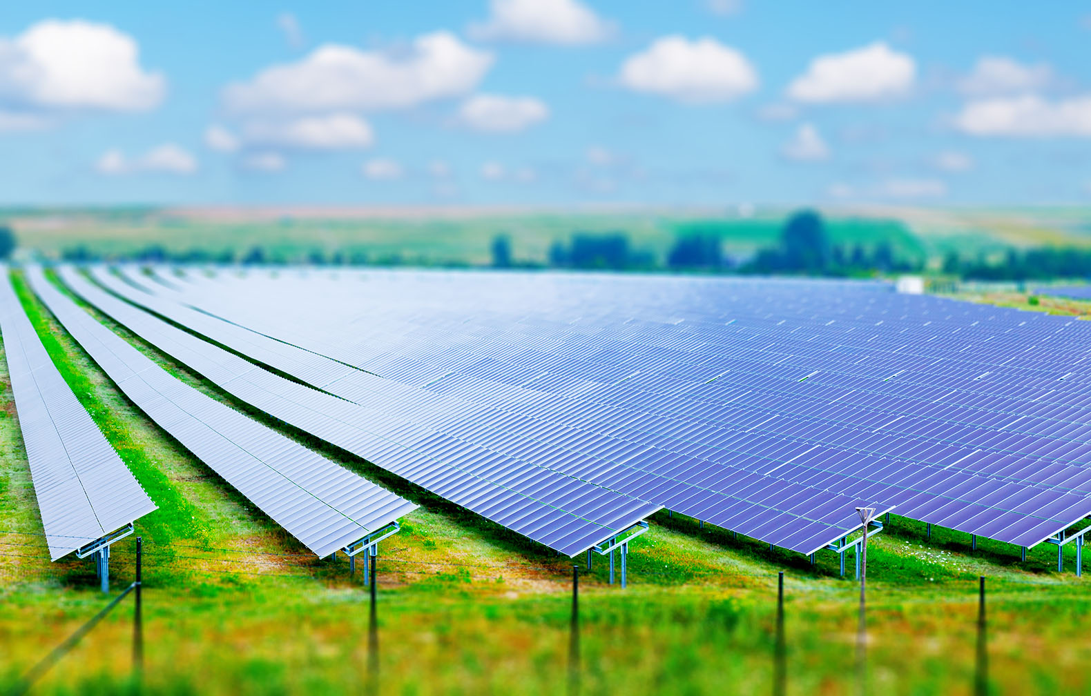华能德州丁庄水库200MW光伏发电项目一期100MW并网发电