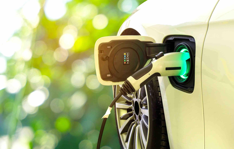 拜登推出1740亿美元电动汽车计划,并试驾电动版F-150