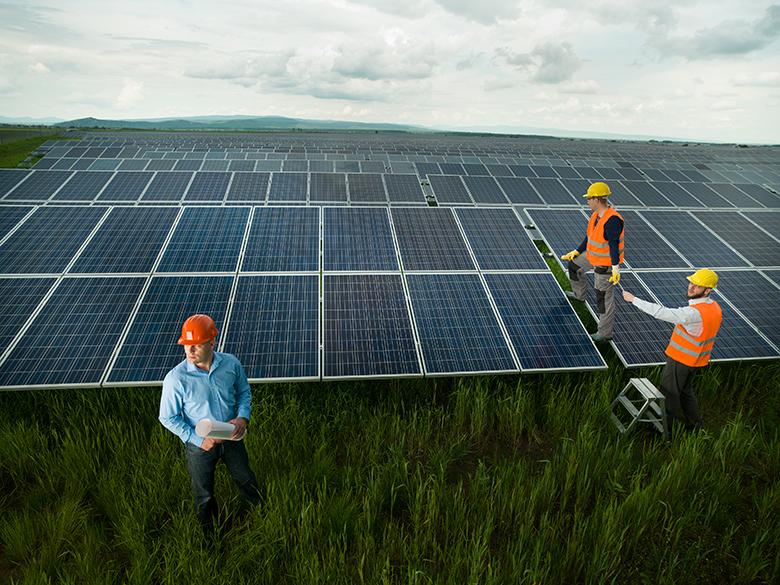 中国能建承建迪拜五期900兆瓦光伏项目并网发电
