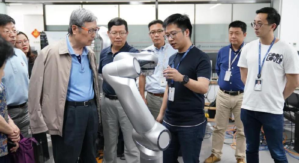 新时代智能机器人孕育而生,思灵机器人勇担当