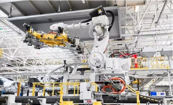 凭实力出圈,哈工智能机器人走进各行各业!