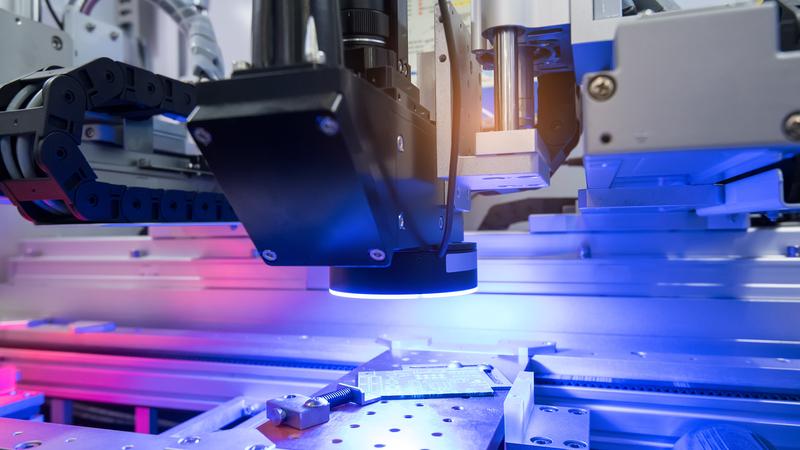 光学新突破:首个集成激光和Microcomb的商用可扩展单芯片获进展