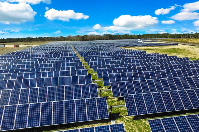 首钢股份再添降碳利器!680万kW·h光伏项目成功并网发电