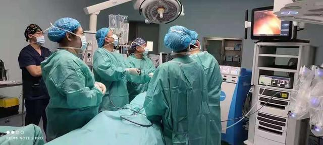 """""""手术机器人""""辅助甲状腺手术取得新突破"""