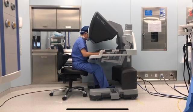 用机器人辅助切直肠肿瘤 医生:全程就像开着一辆车