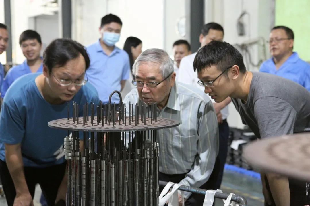日本著名材料学家井上明久到访国内磁材厂