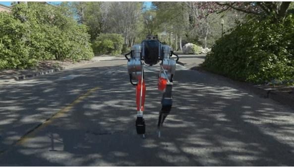 惊呆众人!双足机器人Cassie完成户外5公里慢跑,摔倒也能自己爬起来!