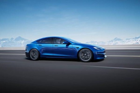 磷酸铁锂电池装车量年内首次超过三元电池