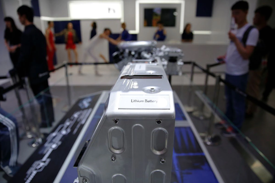 磷酸铁锂电池装机量今年首次超越三元电池