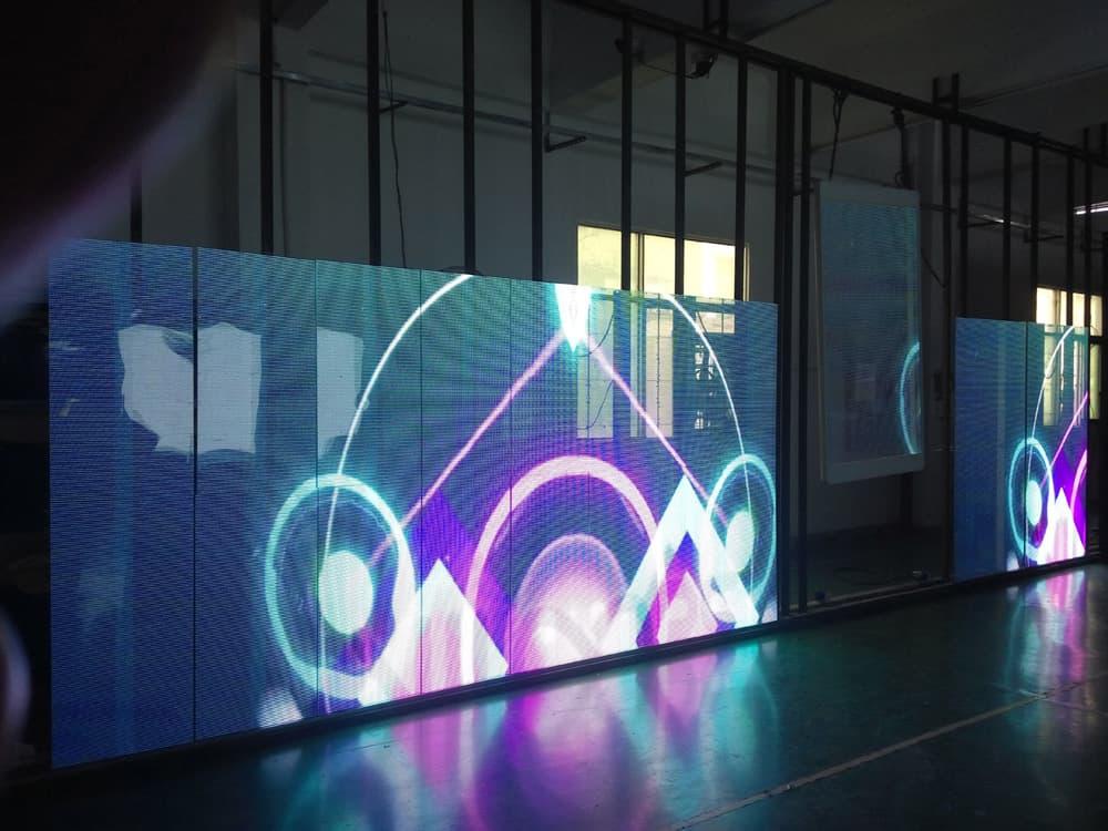 LED显示屏应用甚广,高可靠的工业连接器是保障运行稳定的关键