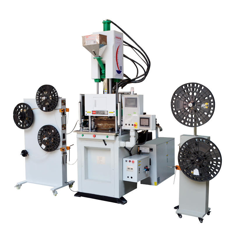 立式注塑机如何助力连接器工厂无人化生产?