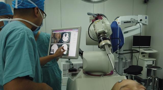 ROSA机器人再立一功,辅助团完成颅内深部病灶活检