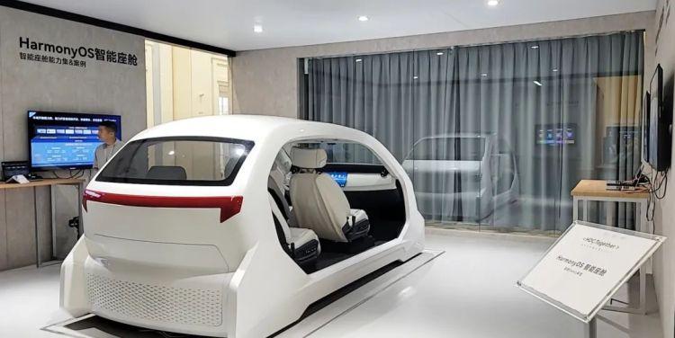 鸿蒙智能座舱要来了!座舱内可控制智能家居,已搭载数十个应用